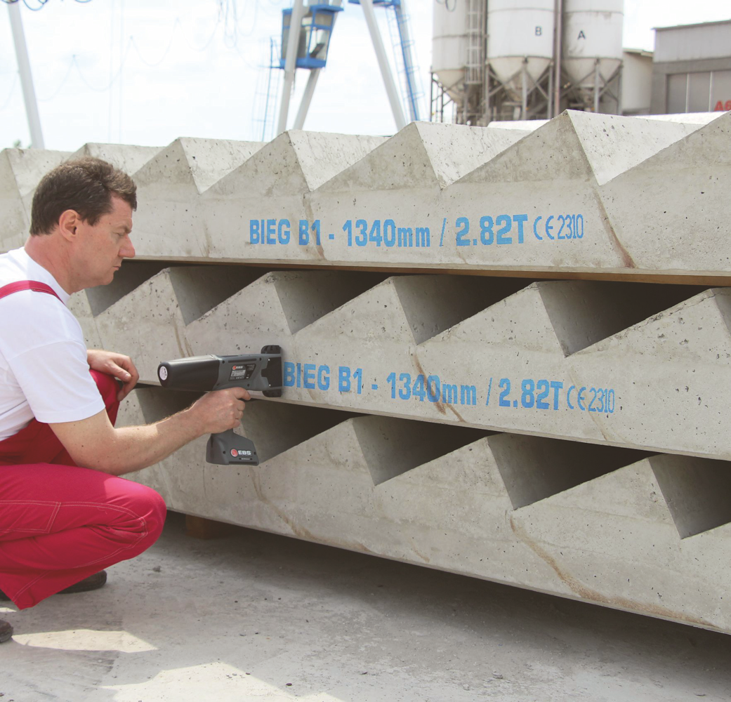 EBS-260 Handjet printing on concrete stairs